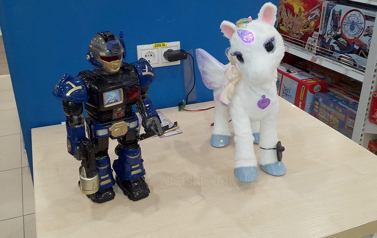 Игрушки. Робот и Единорог.